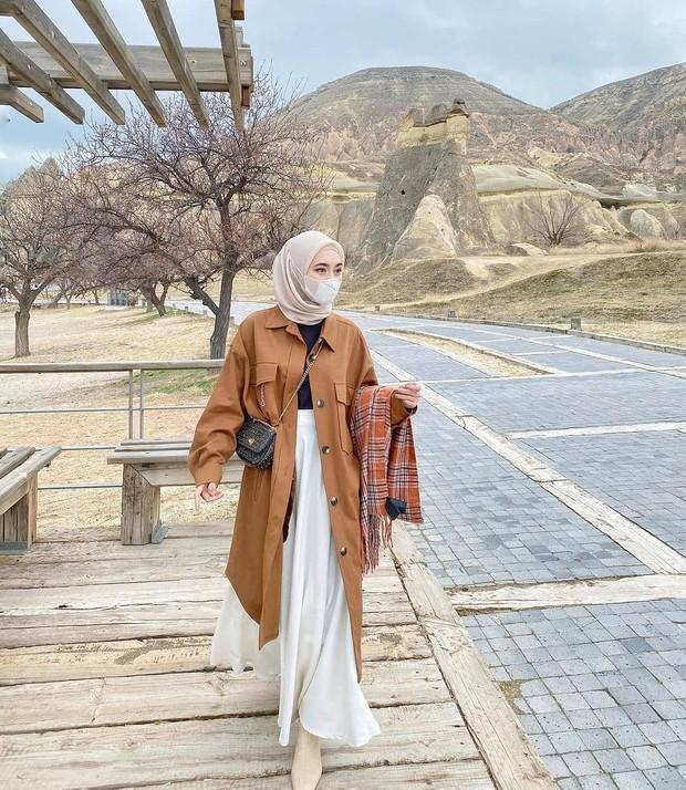 OOTD monokrom cantik untuk hijabers.