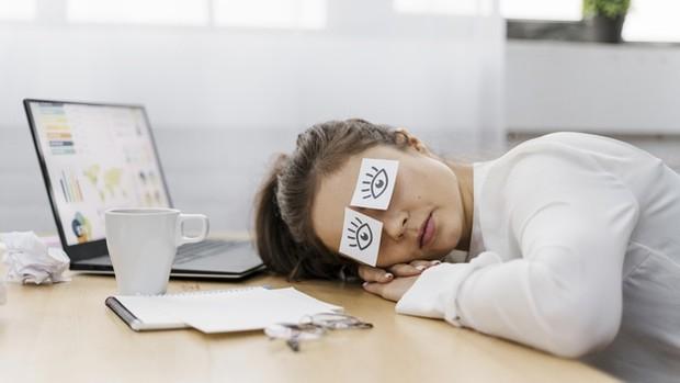 Istirahatlah dengan cukup agar tenaga pulih kembali untuk memulai pekerjaan.