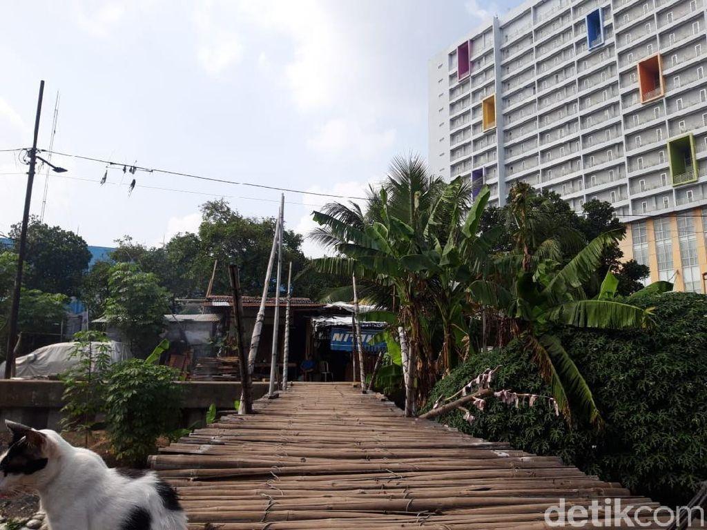 Jembatan Bambu Reyot Jakbar Berumur 10 Tahun, Warga Harapkan Perbaikan