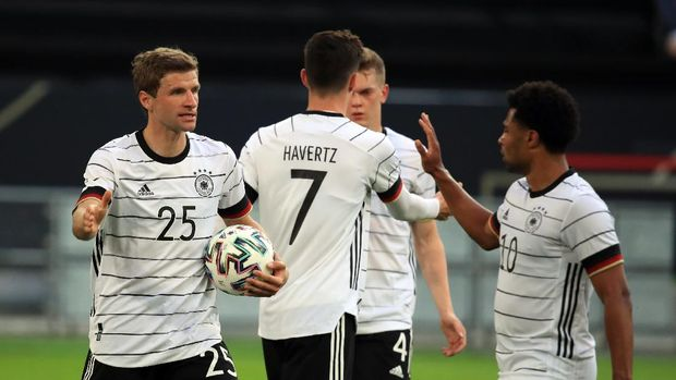Soccer Football - International Friendly - Germany v Latvia - Merkur Spiel-Arena, Dusseldorf, Germany - June 7, 2021 Germany's Thomas Mueller celebrates scoring their third goal with Serge Gnabry REUTERS/Wolfgang Rattay