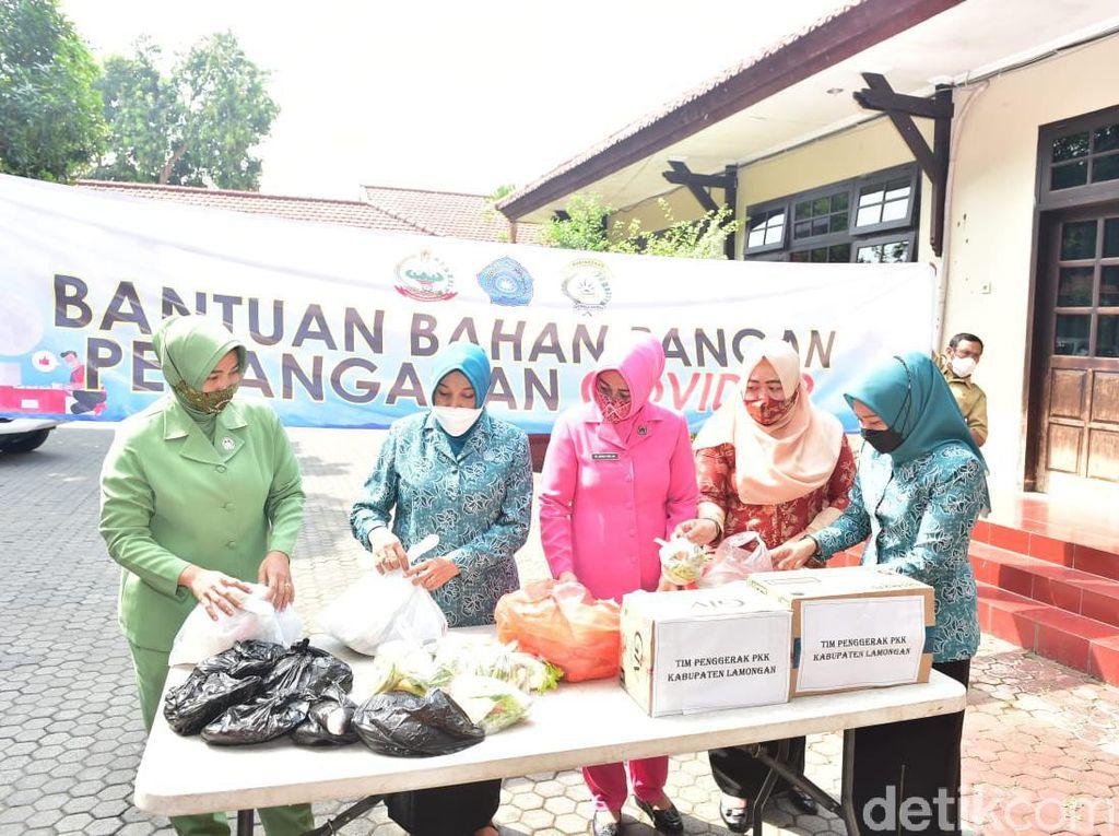 Ibu-ibu di Lamongan Turun Tangan Bantu Makanan Warga yang Isolasi Mandiri