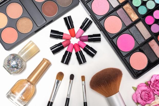Make Up untuk wanita/Sumber:freepick.com