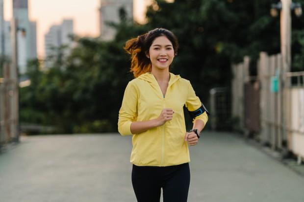 Biasakan untuk berolahraga agar tubuh lebih bersemangat melakukan pekerjaan.