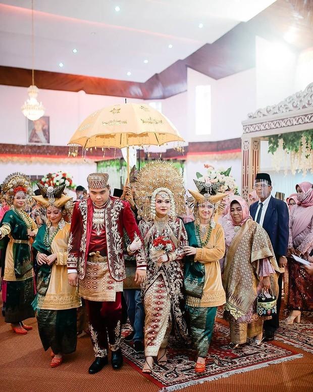 Pengantin Adat Minangkabau, Padang/Instagram.com/minangtourism