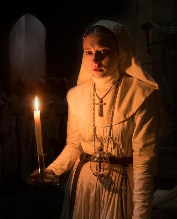 The Nun merupakan salah satu spin off dari film The Conjuring 2. Namun berdasarkan urutan, seri ini merupakan yang paling pertama.