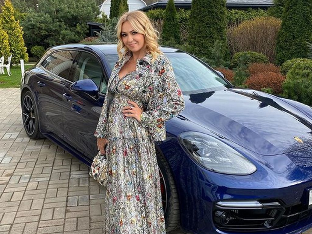 Foto: Gaya Hidup Hedon Sosialita yang Dikritik Setelah Pamer Mobil Porsche