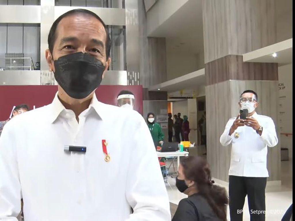 Aksi RK Videokan Jokowi Saat Tinjau Vaksinasi COVID-19 di RSUI Depok