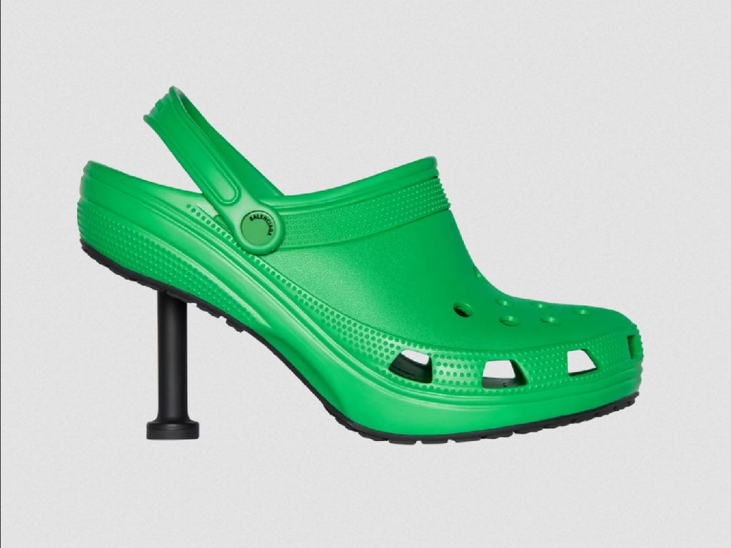 Balenciaga x Crocs Rilis Sepatu, Netizen Tak Habis Pikir dengan Bentuknya