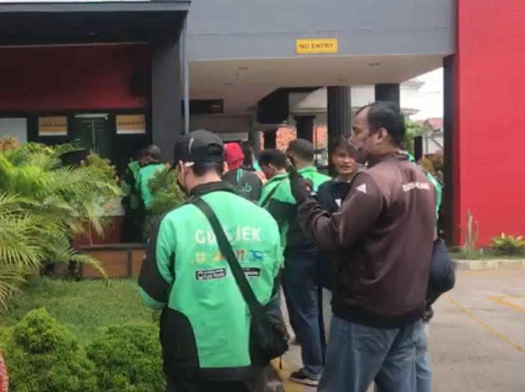 Antrean Panjang BTS Meal di McDonalds Jakarta