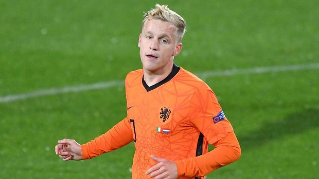 BERGAMO, ITALY - OCTOBER 14:  Danny Van De Beek of Netherlands looks on during the UEFA Nations League group stage match between Italy and Netherlands at Stadio Atleti Azzurri d'Italia on October 14, 2020 in Bergamo, Italy. (Photo by Alessandro Sabattini/Getty Images)