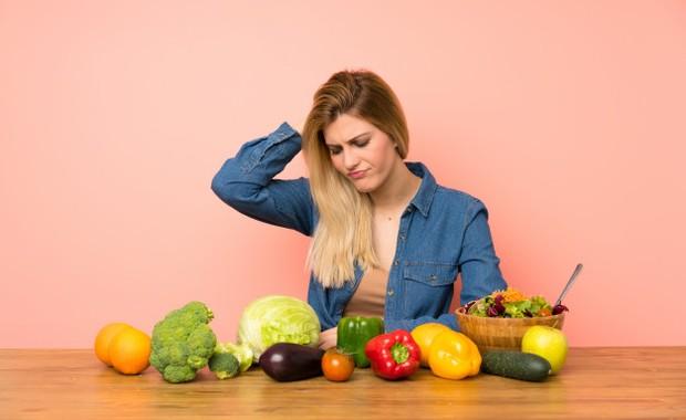 Ilustrasi jarang makan buah dan sayur menjadi salah satu kebiasaan yang harus dihilangkan supaya mata sehat /freepik.com