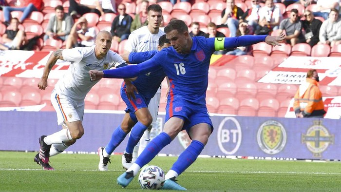Englands Jordan Henderson fails to score from the penalty spot during the international friendly soccer match between England and Romania in Middlesbrough, England, Sunday, June 6, 2021. (Paul Ellis, Pool via AP)