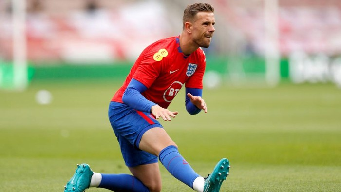 MIDDLESBROUGH, ENGLAND - JUNE 06: Jordan Henderson of England warms up prior to the international friendly match between England and Romania at Riverside Stadium on June 06, 2021 in Middlesbrough, England. (Photo by Lee Smith - Pool/Getty Images)