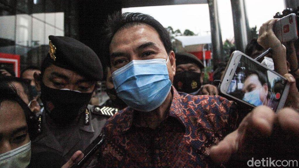 Jurus Bungkam Azis Syamsuddin Usai Diperiksa KPK
