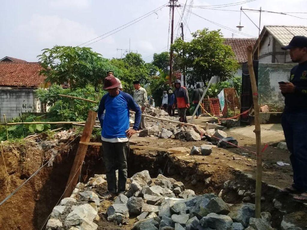 3 Pekerja Perbaikan Jalan Tertimbun Tanah di Sukabumi