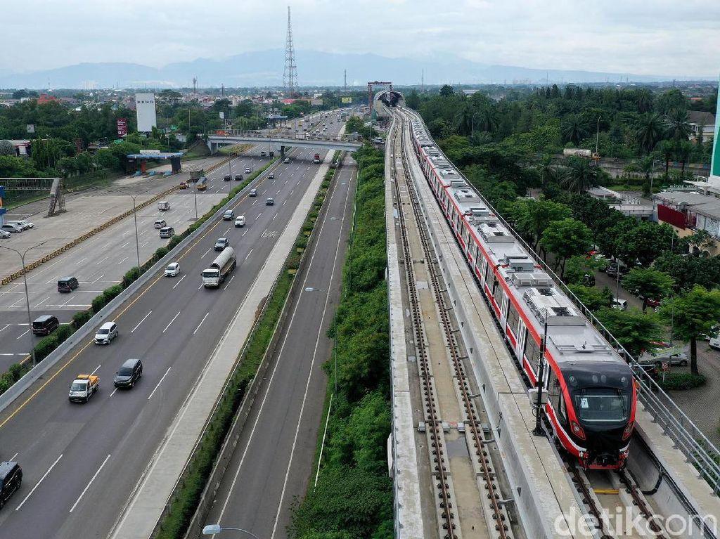 Bangga LRT Jabodebek Pakai Kereta Made In Madiun, Jokowi: Tanpa Suara