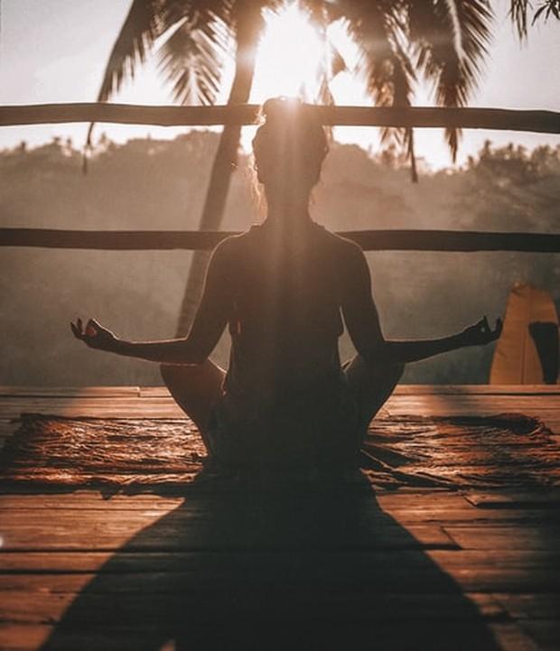 Luangkan sedikit waktumu untuk merilekskan diri dengan meditasi
