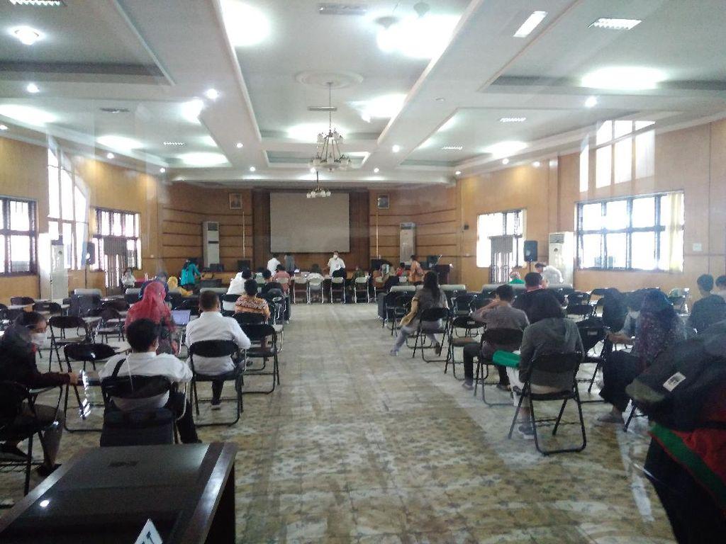 Orang Tua Siswa Kembali Penuhi Kantor Disdik Keluhkan soal PPDB Sumut