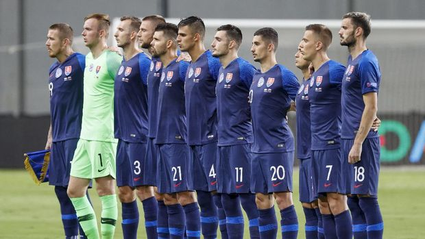 Slovakia's national team players sing their national anthem during the UEFA Nations League, league B group 2, football match between Israel and Slovakia at the Netanya Municipal Stadium in the Israeli city of Netanya, on September 7, 2020. (Photo by JACK GUEZ / AFP)