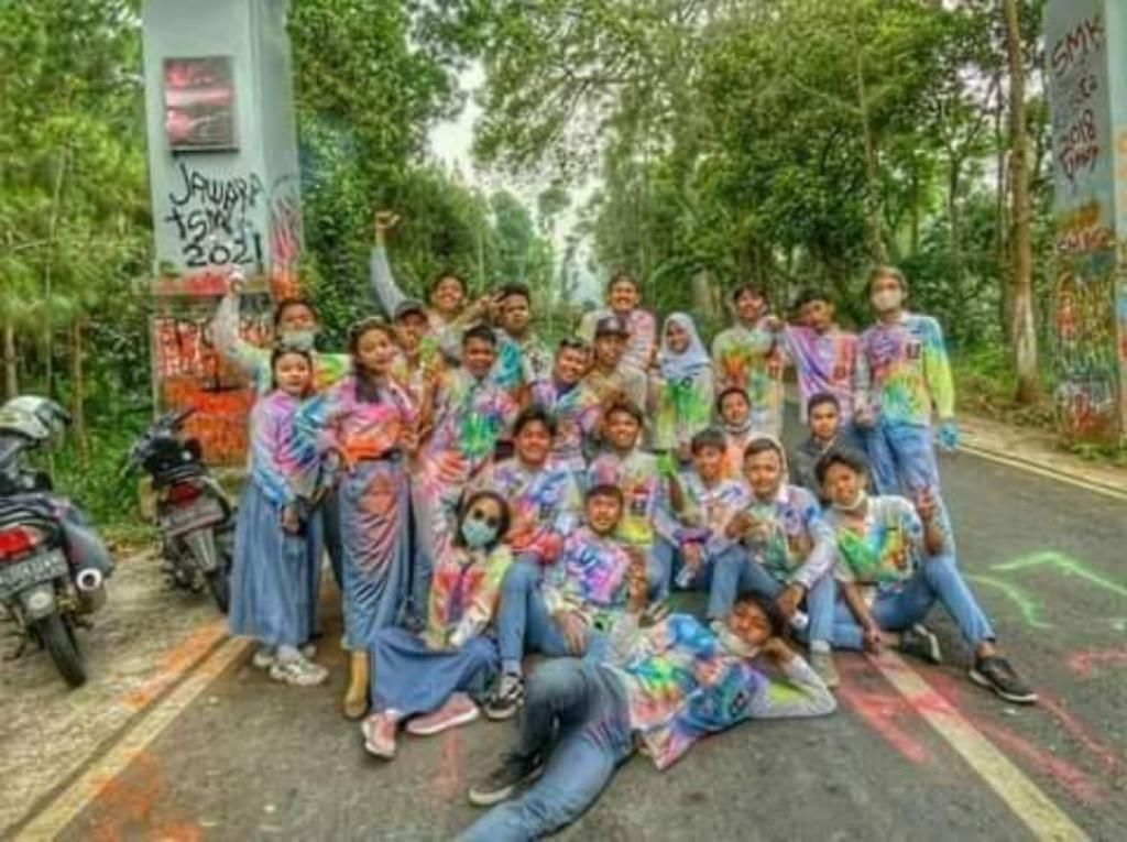 Pelajar SMK Coreti Gapura Wisata Bromo, Ini Kata Polisi soal Sanksinya
