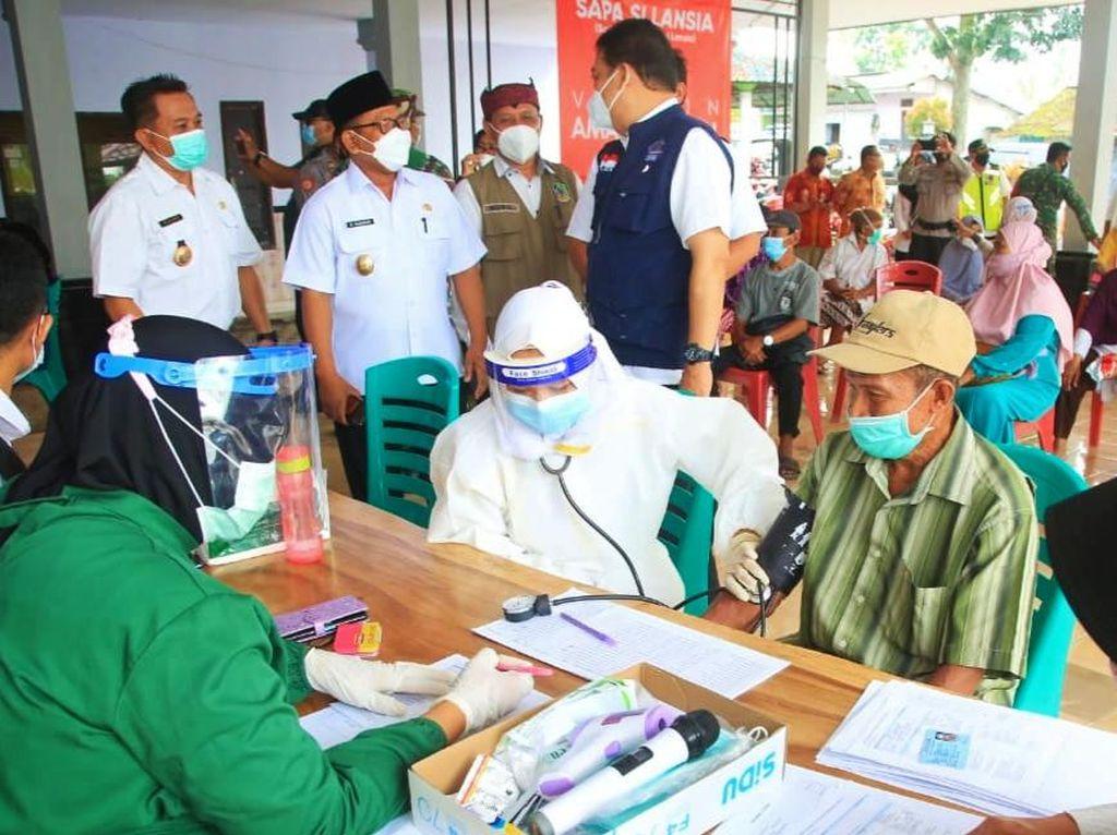 Target Vaksinasi COVID-19 Lansia Banyuwangi yang Dicapai 50 Persen