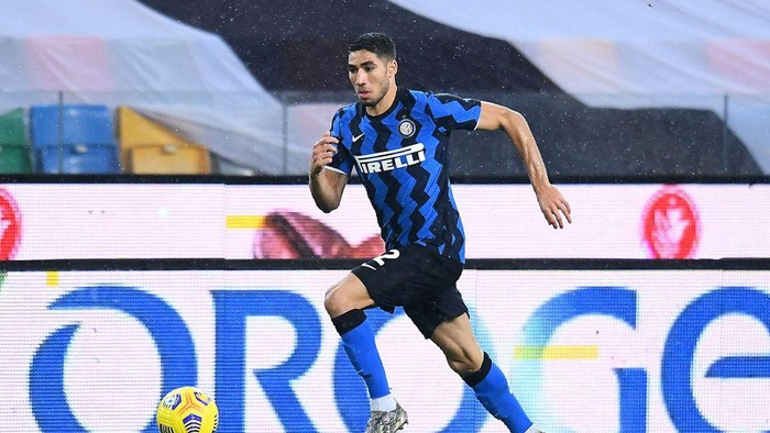 UDINE, ITALY - JANUARY 23: Achraf Hakimi of FC Internazionale in action during the Serie A match between Udinese Calcio and FC Internazionale at Dacia Arena on January 23, 2021 in Udine, Italy. (Photo by Alessandro Sabattini/Getty Images)