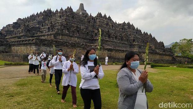 Uposatha Day Moment at Borobudur Temple, Thursday (10/6)