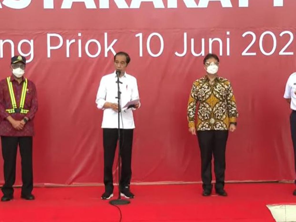 Usai Kp Rambutan, Jokowi Lanjut Cek Vaksinasi COVID-19 di Tanjung Priok