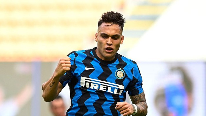 MILAN, ITALY - MAY 23: Lautaro Martinez of FC Internazionale celebrates after scoring their sides third goal during the Serie A match between FC Internazionale Milano and Udinese Calcio at Stadio Giuseppe Meazza on May 23, 2021 in Milan, Italy. A limited number of fans will be allowed into Premier League stadiums as Coronavirus restrictions begin to ease in Italy. (Photo by Mattia Ozbot/Getty Images)