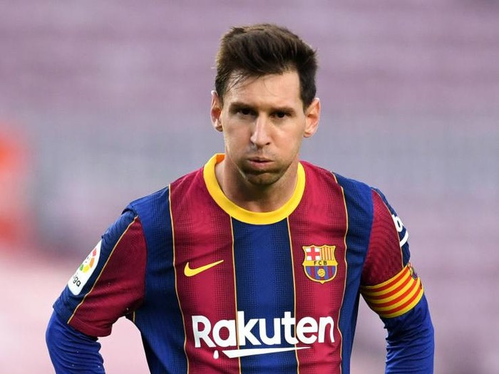 BARCELONA, SPAIN - MAY 16: Lionel Messi of FC Barcelona looks dejected during the La Liga Santander match between FC Barcelona and RC Celta at Camp Nou on May 16, 2021 in Barcelona, Spain. Sporting stadiums around Spain remain under strict restrictions due to the Coronavirus Pandemic as Government social distancing laws prohibit fans inside venues resulting in games being played behind closed doors.  (Photo by David Ramos/Getty Images)