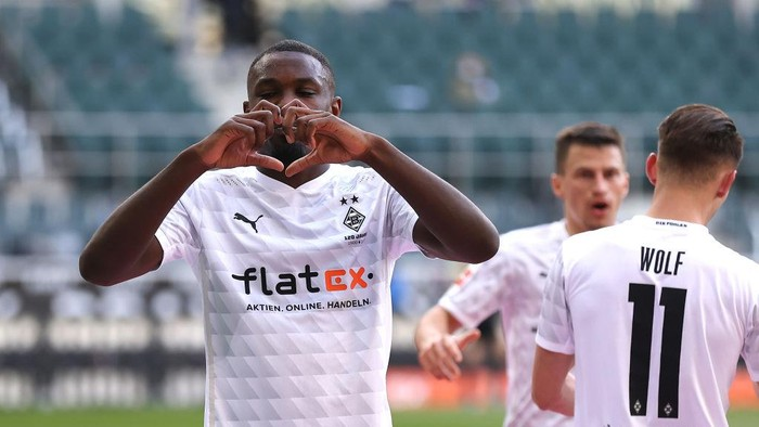 MOENCHENGLADBACH, GERMANY - APRIL 25: Marcus Thuram of Borussia Moenchengladbach celebrates after scoring their sides second goal during the Bundesliga match between Borussia Moenchengladbach and DSC Arminia Bielefeld at Borussia-Park on April 25, 2021 in Moenchengladbach, Germany. Sporting stadiums around Germany remain under strict restrictions due to the Coronavirus Pandemic as Government social distancing laws prohibit fans inside venues resulting in games being played behind closed doors. (Photo by Lars Baron/Getty Images)