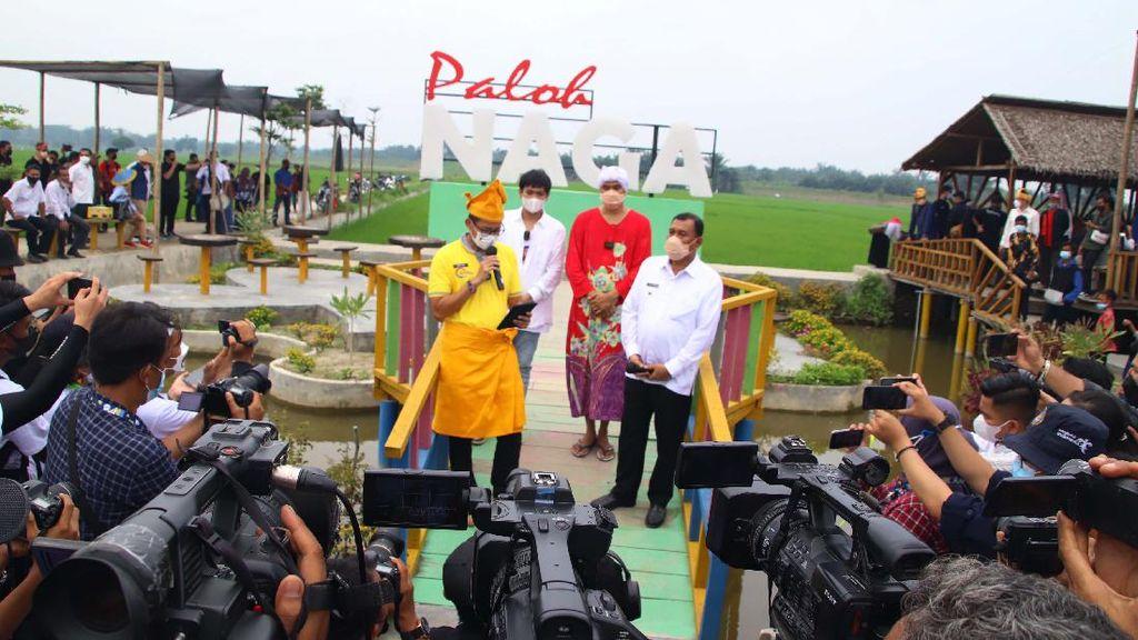 Momen Menparekraf Kunjungi Wisata Pasar Paloh Naga