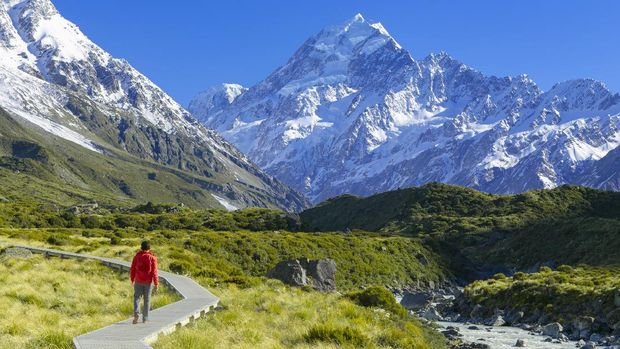 Indonesian Traveler is hiking in Mt. Cook Area, New Zealand