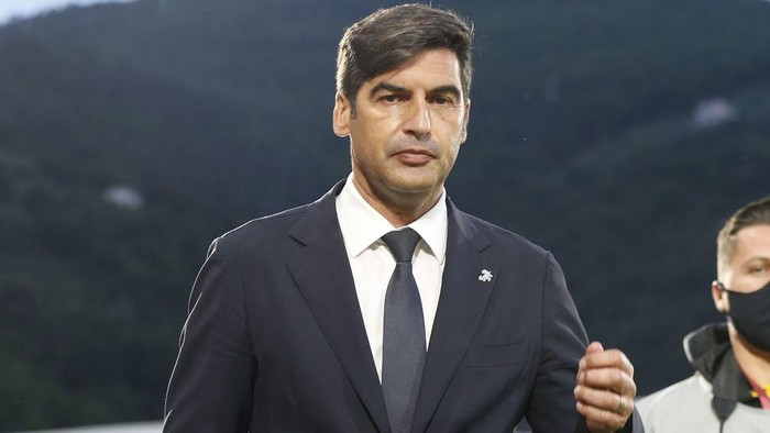 LA SPEZIA, ITALY - MAY 23: Paulo Fonseca manager of AS Roma looks on during the Serie A match between Spezia Calcio and AS Roma at Stadio Alberto Picco on May 23, 2021 in La Spezia, Italy.  (Photo by Gabriele Maltinti/Getty Images)