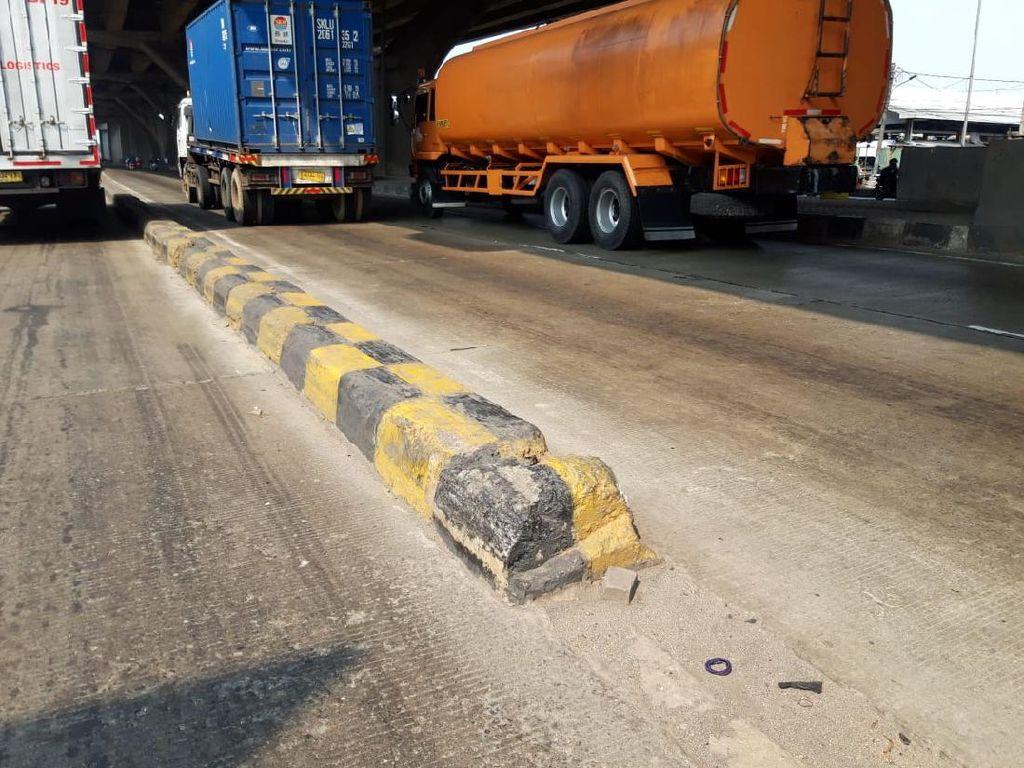 Masih Ada Pembatas Jalan Tanpa Rambu di Cilincing Akibatkan Kecelakaan