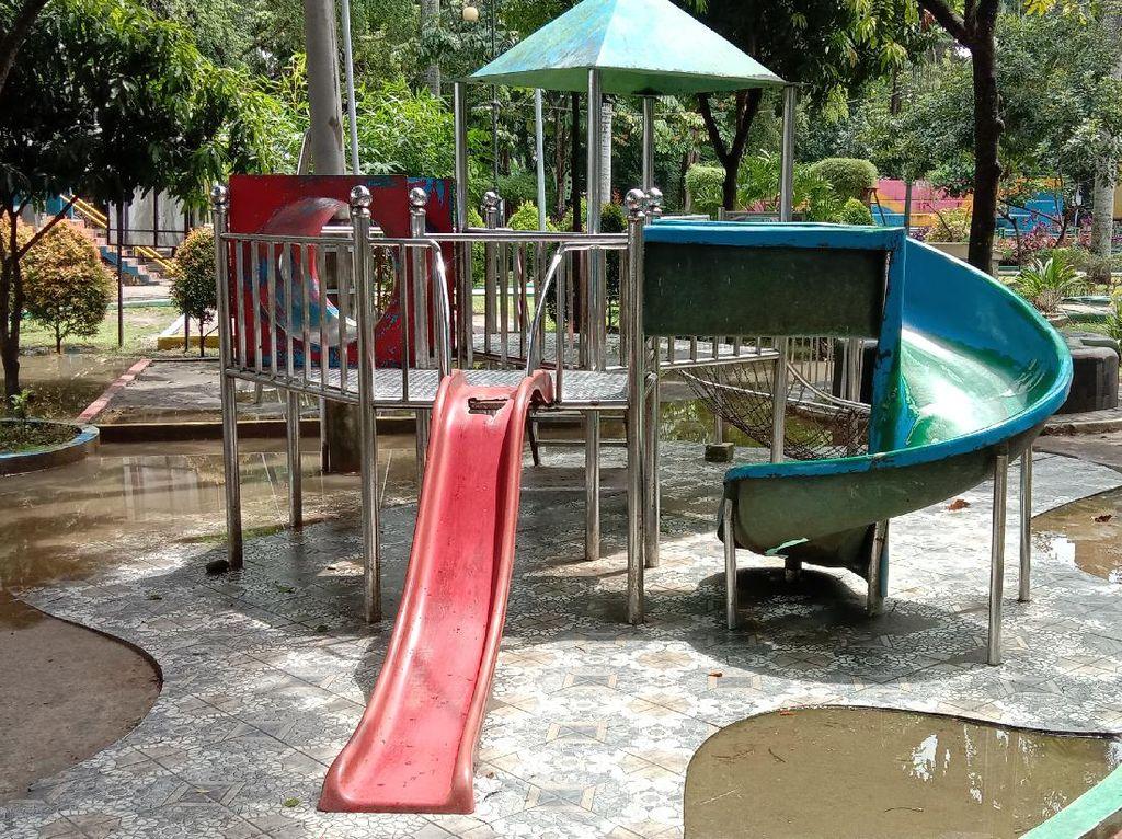 Bobby Janji Perbaiki Perosotan Anak di Taman Depan Rumdin Gubsu yang Viral