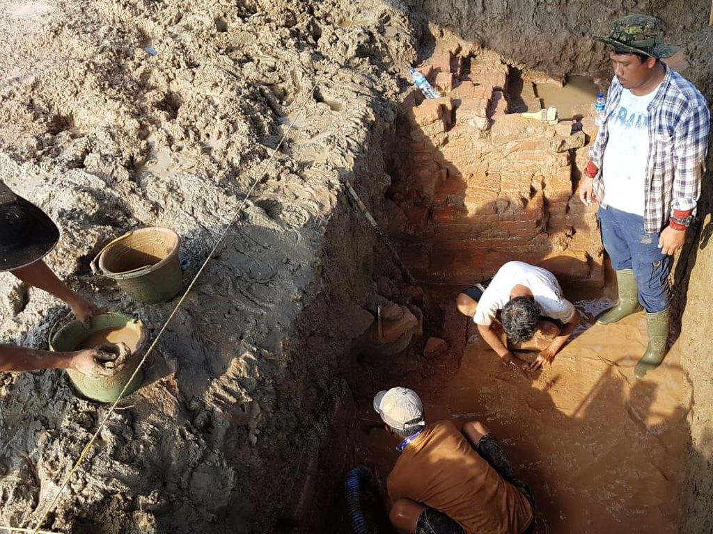 Arkeolog Temukan Benda Kuno di Lokasi yang Diduga Candi Indramayu