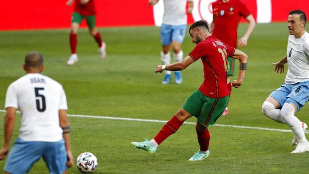 Portugal's Bruno Fernandes shoots the ball to score the opening goal during the international friendly soccer match between Portugal and Israel at the Alvalade stadium in Lisbon, Wednesday, June 9, 2021. (AP Photo/Armando Franca)