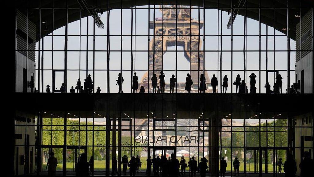 Foto Prancis yang Amat Rindu Turis