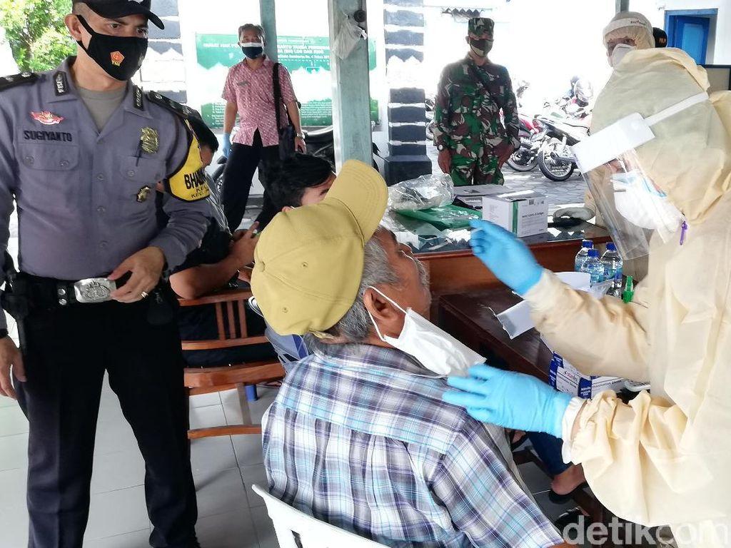 Puluhan Pedagang Pasar Cinderamata Solo Dites Swab, 5 Orang Positif