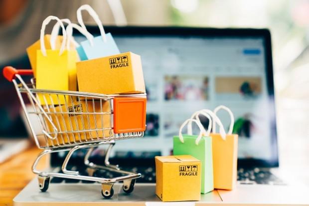 Godaan untuk berbelanja memang sulit ditahan. Akibatnya kamu menjadi pribadi yang konsumtif sehingga tabungan tak mudah terkumpul.