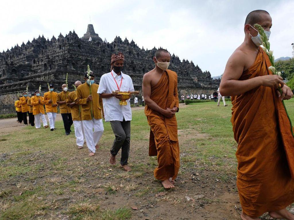 Menengok Ritual Uphosata Mandala Puja di Candi Borobudur