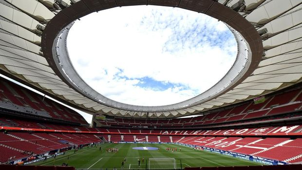 MADRID, SPAIN - MAY 16: General view inside the stadium prior to  the La Liga Santander match between Atletico de Madrid and C.A. Osasuna at Estadio Wanda Metropolitano on May 16, 2021 in Madrid, Spain. Sporting stadiums around Spain remain under strict restrictions due to the Coronavirus Pandemic as Government social distancing laws prohibit fans inside venues resulting in games being played behind closed doors.  (Photo by Denis Doyle/Getty Images)