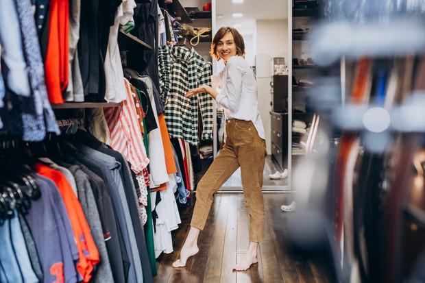 Merapikan pakaian antara yang masih dibutuhkan dan tidak bisa menjadikan akhir pekan lebih produktif.
