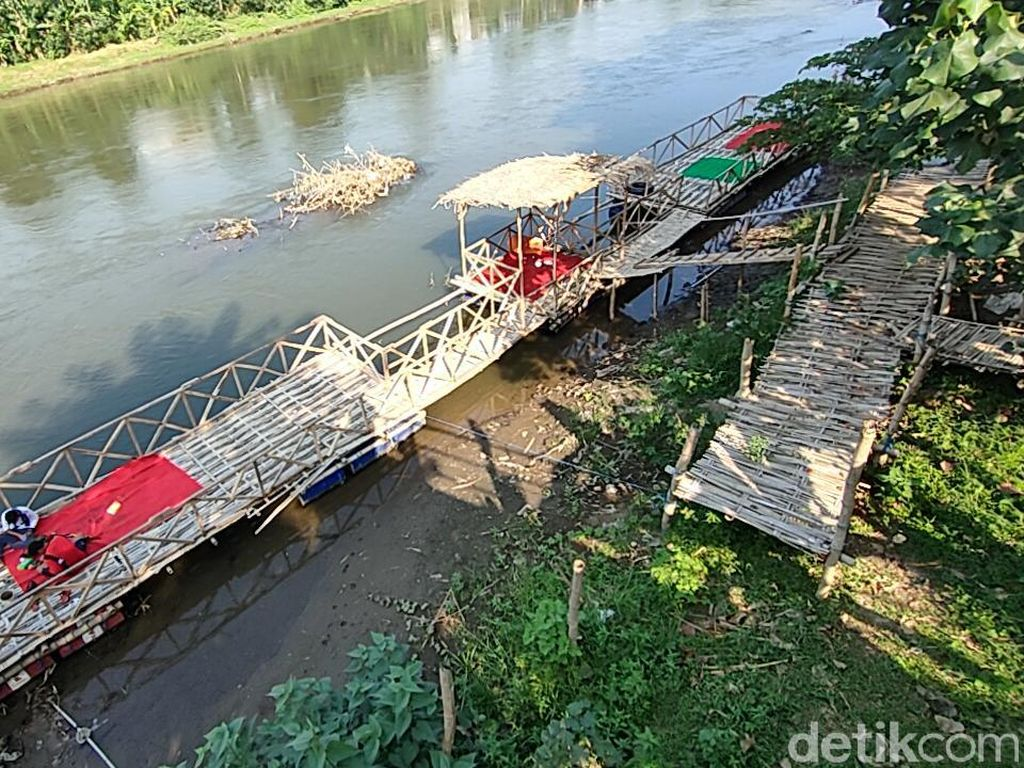Di Warung KKB Bisa Makan Ikan Wader Hasil Pancingan di Tepi Sungai Brantas