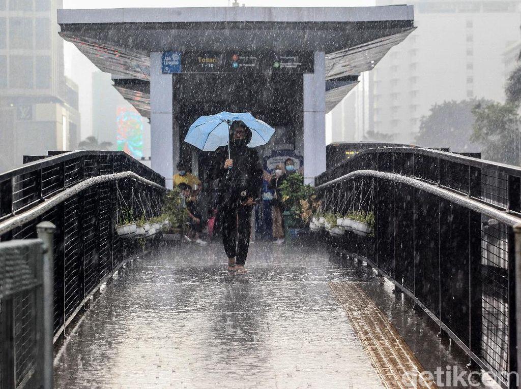 BMKG: Waspada Potensi Hujan di Jaksel-Jakbar pada Sore dan Malam Hari