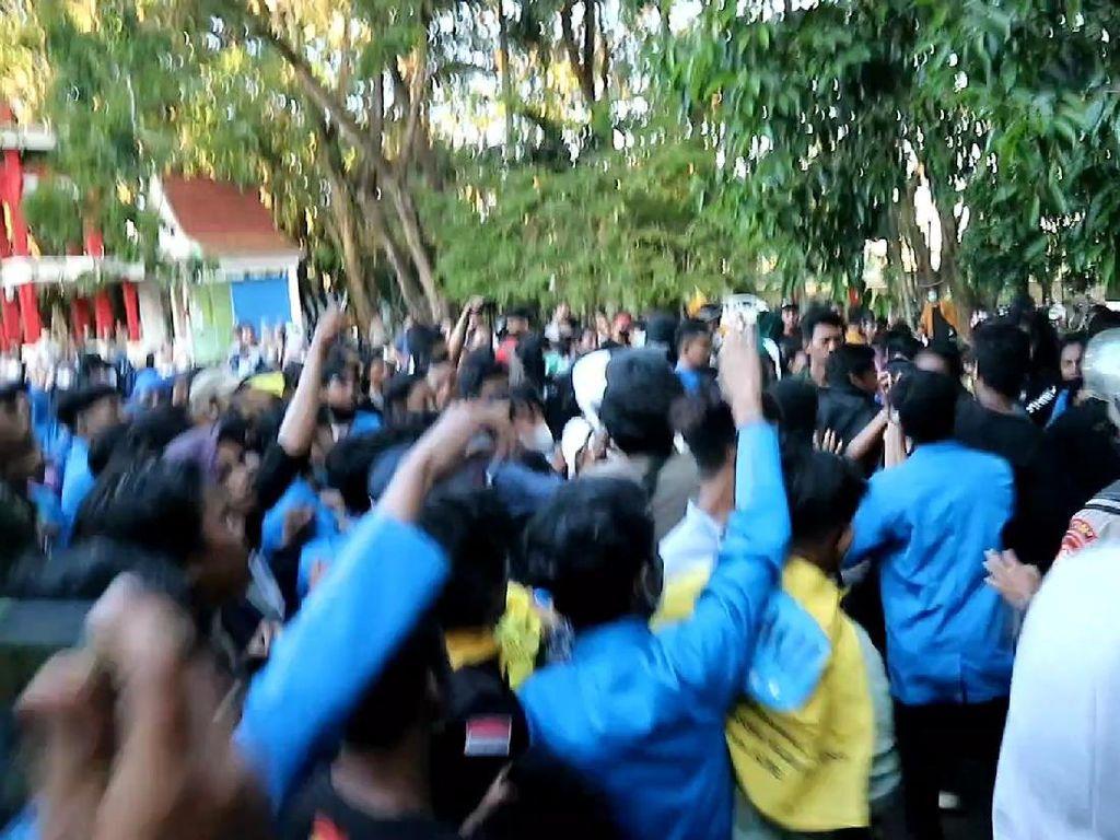 Aksi Mahasiswa Protes Program Dana PEN di Bone Sulsel Ricuh