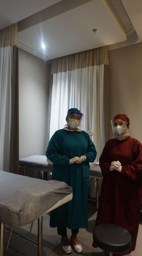 Dokter dan terapis ahli di klinik Dermies
