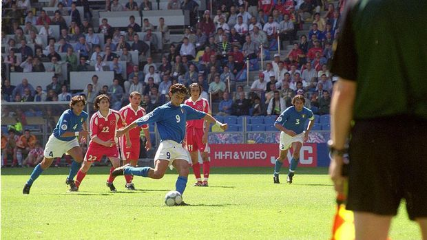 11 Jun 2000:  Filippo Inzaghi of Italy scores the winner from the penalty spot during the European Championships 2000 group match against Turkey at the Gelredome in Arnhem, Holland.  Italy won the match 2-1.  Mandatory Credit: Graham Chadwick /Allsport