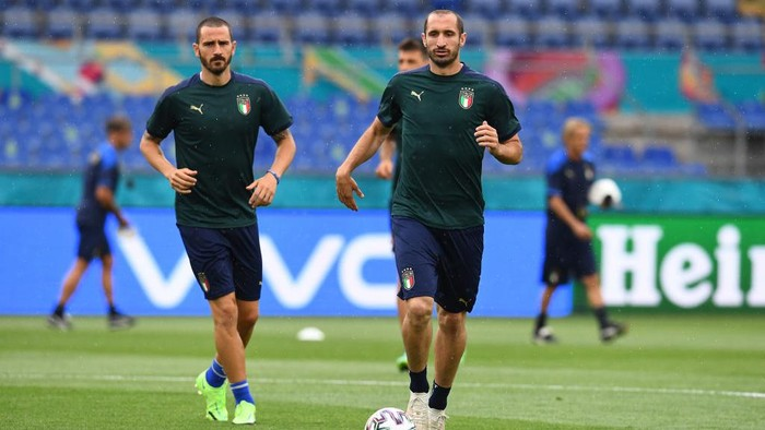 ROME, ITALY - JUNE 10: Giorgio Chiellini and Leonardo Bonucci of Italy in action during a Italy training session ahead of the UEFA Euro 2020 Group A match between Italy and Turkey at Olimpico Stadium on June 10, 2021 in Rome, Italy. (Photo by Claudio Villa/Getty Images)
